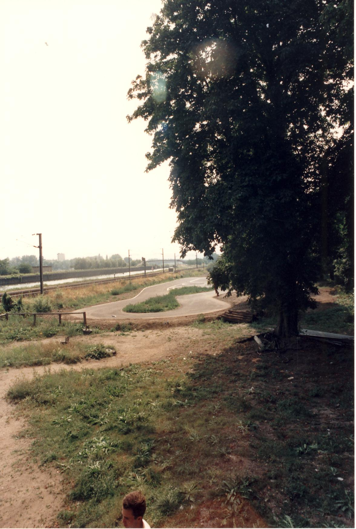 1989-05-00_graouilly_16_creation_piste_vitesse